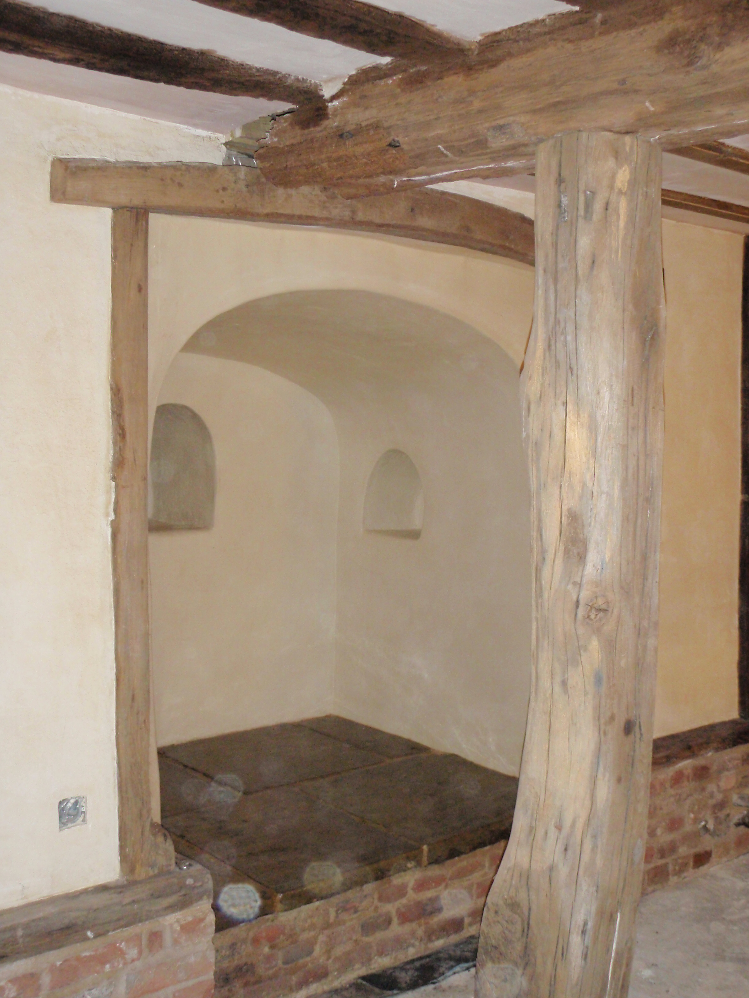 lime-rendered-family-chapel-found-within-a-wall.jpg